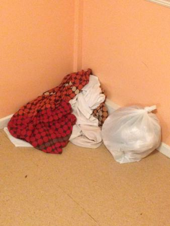 YMCA Bath: Dirty Linens and Trash sat in the hallway for two days!!!!!!