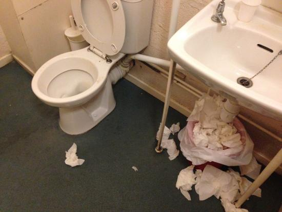 Bath YMCA: Bathroom in the Dining Area (GROSS!!!!!!!)