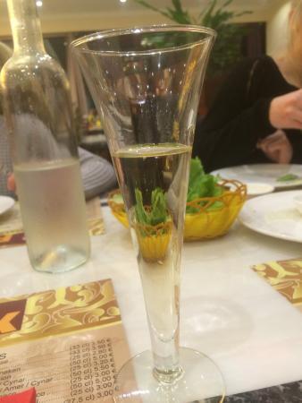 Fegersheim, Francia: Champagne Louis Constant sans bulles ... Très vulgaire