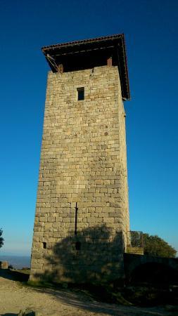 Sanilhac, France: La tour et la table d'orientation côté nord