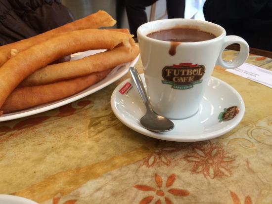 Cafe Futbol: Desayuné chocolate con churros con mi hijo