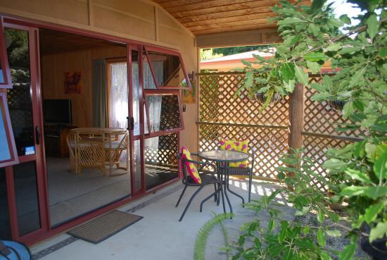 ذا روكس شاليه: My little unit and outdoor patio