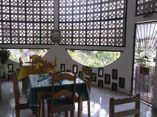 Corozal, Belize: Dining area in June's Kitchen