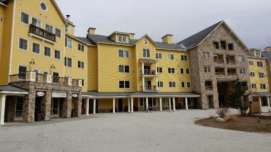 Jackson Gore Inn: Mountain side.