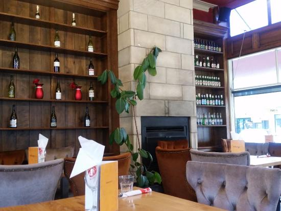 Mango Restaurant & Bar: Inside