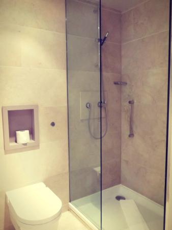 The Morrison, a DoubleTree by Hilton Hotel: Beautiful bathroom
