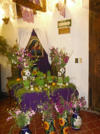 Meson Del Rosario : Altar a la Virgen de Dolores, ya que mi llegada fue el viernes de dolores...