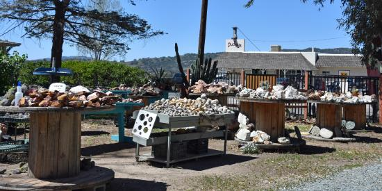 Santa Ysabel, Kalifornien: Outside rock display bins