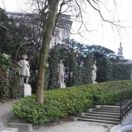 Las estatuas foto de jardin du petit sablon bruxelas tripadvisor - Estatuas de jardin ...