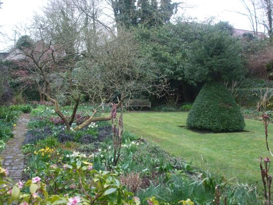 Beautiful garden picture of stoneacre maidstone for Stone acre