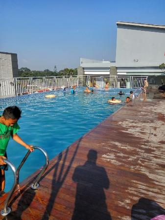 rooftop garden and swimming pool picture of grand tjokro bandung rh tripadvisor com ph