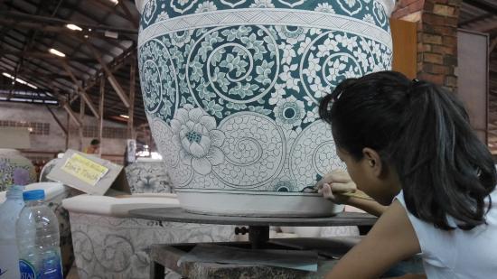 Ratchaburi, Ταϊλάνδη: painting of the pot