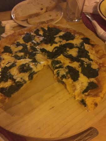 Restaurante Pizzeria Napoli: El mejor lugar para comer pizza!!! Se los recomiendo ampliamente. Todo exquisito.  El lugar se v