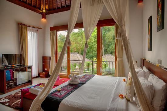 Baruna Sari Villa: double bed size
