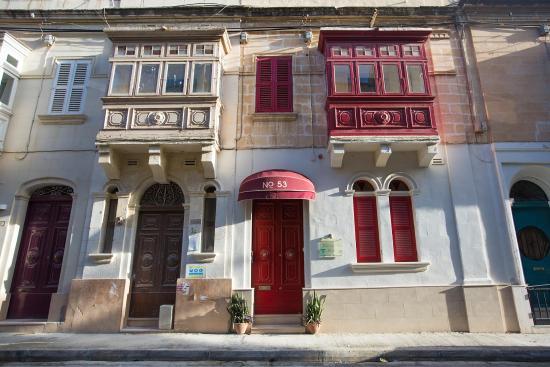 Granny's Inn Hostel: Facade