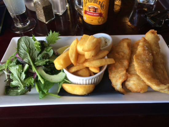 Waiuku, Nueva Zelanda: Beer Battered Fish and Chips - one of the worst F&C I've tasted and it's $29.50