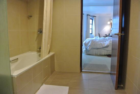 Hotel De' La Ferns