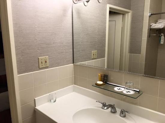 bathroom picture of handlery union square hotel san francisco rh tripadvisor ie