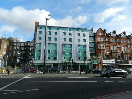 Holiday Inn Express London Swiss Cottage Photo