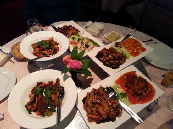 Far East Culinair City : Een maaltijd voor 5 personen. Sichuan beef en chicken en en drie combo's bestaande uit 2 gerecht