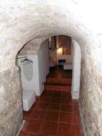 Casa Montalban Apartamentos : El Pasadizo. El armario a la izquierda.