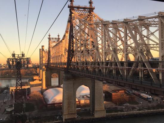 roosevelt island picture of the roosevelt island tramway new york rh tripadvisor com