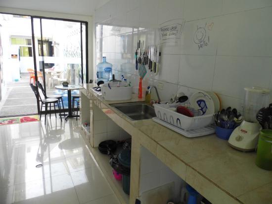 Blue Almond Hostel: Cozinha
