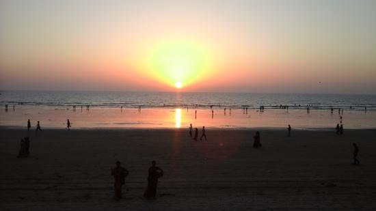Citizen Hotel: Sunset from Patio Bar Juhu Beach Wednesday 9th March