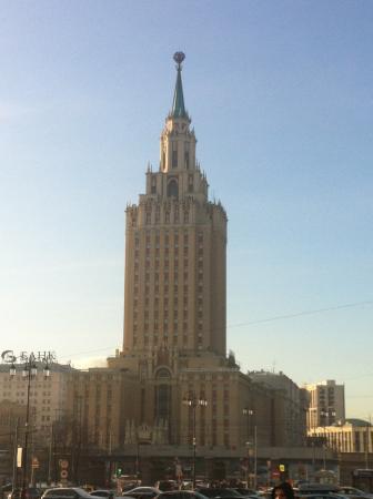 Вид на гостиницу с площади 3х вокзалов