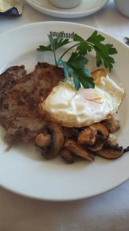 Southside Guest House: Steak and eggs special for breakfast