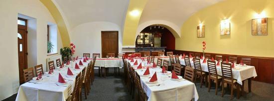 Opava, República Checa: Salonek, kapacita 50-60 mist, vhodny pro svatby, oslavy narozenin