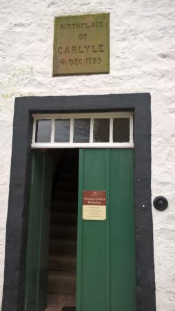 Thomas Carlyle's Birthplace: Quaint & small cottage.