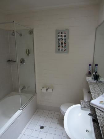 Grand Country Lodge Motel: Bathroom