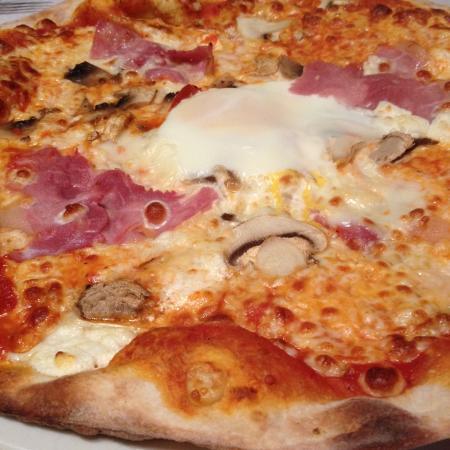 Le Mee-sur-Seine, France : Pizza Régine