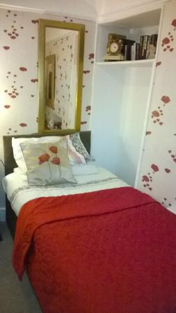 Cavell House: The Poppy Room