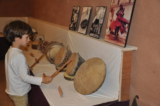 Arna Jharna: The Thar Desert Museum of Rajasthan: Playing Drums