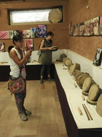 Arna Jharna: The Thar Desert Museum of Rajasthan: Watching Folk Musical Instruments of Rajasthan