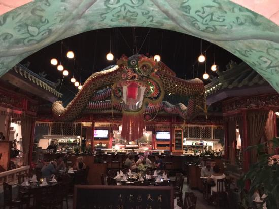Ming Court Wok & Grille : Dragon above the central seating