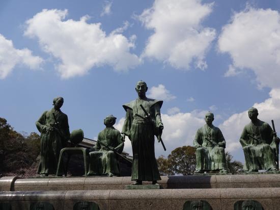 Statues of Shonan Yokoi and Ishin