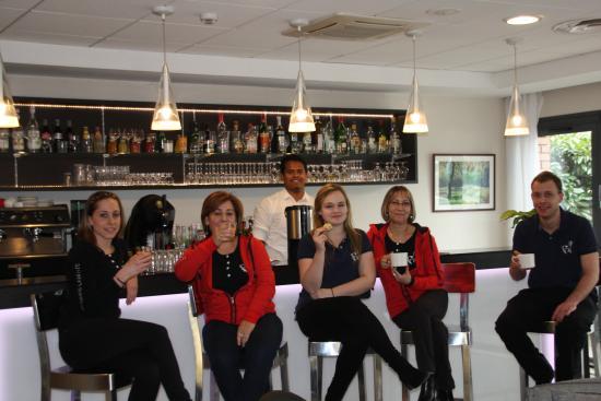 Ibis Paris Maisons Laffitte : l'équipe de réception et de salle