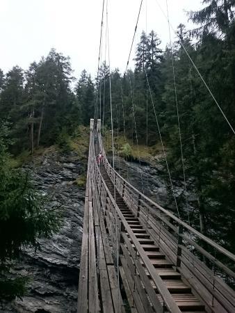 Grisons, Schweiz: Hängebrücke