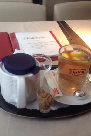 'T Pallieterke: Fuimos para resguardarnos de la lluvia y nos tomamos un té en un lugar con mucho encanto, tranqu