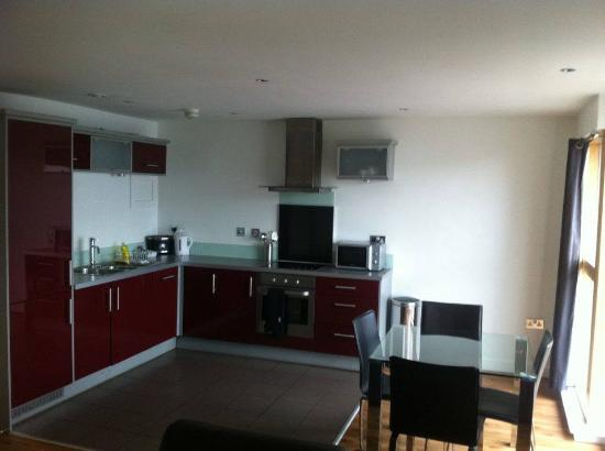 Staycity Serviced Apartments Laystall St: Kitchen in the apartment.