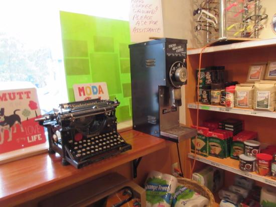 Fulford Harbour, Canadá: Old Coffee Grinder & Type writer