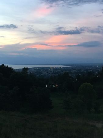 Belvedere Restaurant : Le plus beau coucher de soleil à Bujumbura c est au restaurant belvédère et des samboss inégales