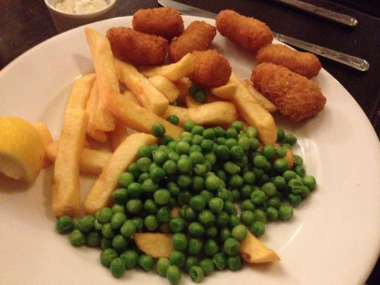 Simonsbath, UK: Only scampi and chips but no evidence of care in the presentation