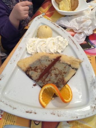 Creperie Sucre Sale: Délicieuse crème au chocolat avec boule vanille et chantilly.