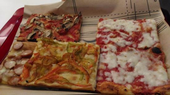 Pizzeria Corrado: 2 pezzi margherita
