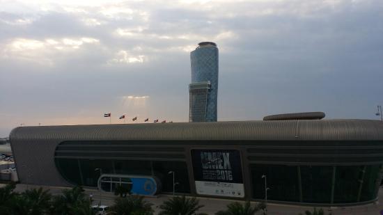 18 Degrees: Um colosso em Abu Dhabi