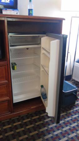 Best Western Fort Washington Inn: refrigerator